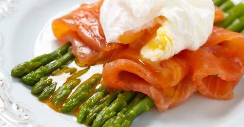 Poached egg, salmon & asparagus